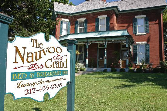 Nauvoo Grand - A Bed & Breakfast Inn-Sign