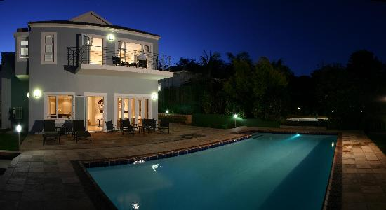 10 Woodlands Road B&B and Self-Catering: House and Pool at Night