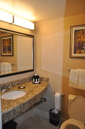 Courtyard by Marriott Los Angeles Westside: Kleines Bad