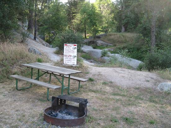 High Sierra RV Park & Campground: Picnic table and fire pit for each site