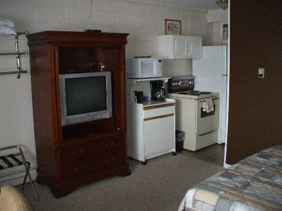 Travellers Motel: Single Kitchen unit