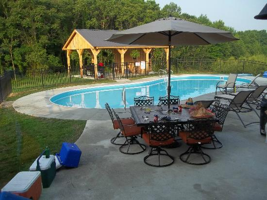 Hocking Hills Cabins - Cherry Ridge Retreat: Patio/Pool