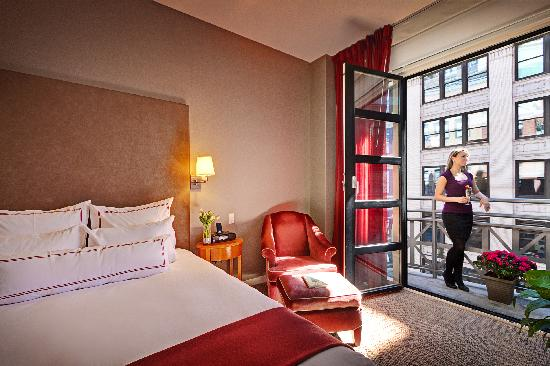 Hotel Giraffe : Deluxe Room with Queen Bed