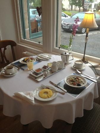 Cairngorm Guest House : Breakfast table
