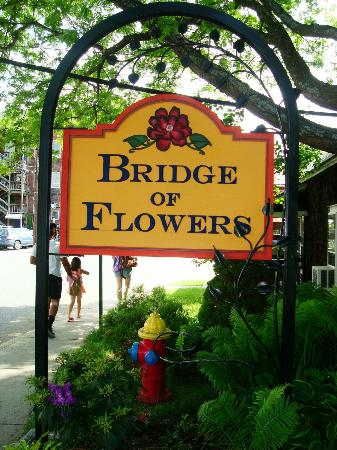 Dancing Bear Guesthouse: The Bridge of Flowers is about 3 blocks away