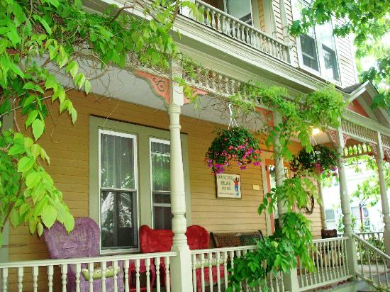 Dancing Bear Guesthouse: The front porch