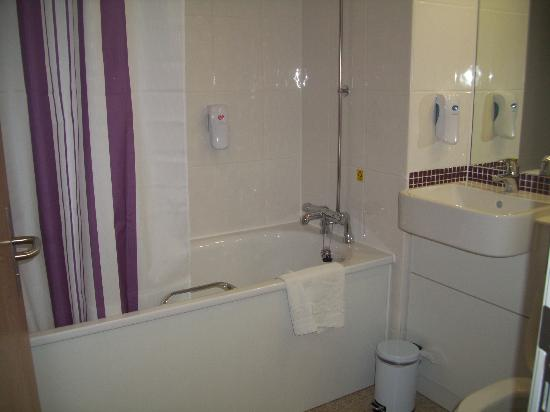 Premier Inn Ashby De La Zouch: immaculate bathroom