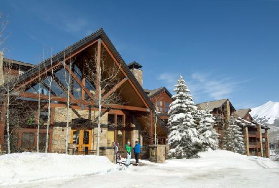 Bear Creek Lodge: Winter Exterior