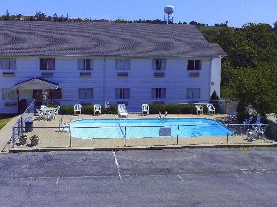 Red Roof Inn Branson: Outdoor Pool