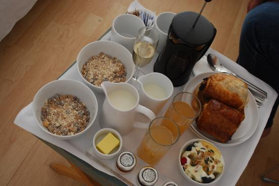 Hotel Nineteen: Typical champagne breakfast