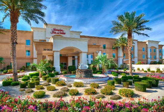 Hampton Inn & Suites - Palm Desert: Front of Hotel