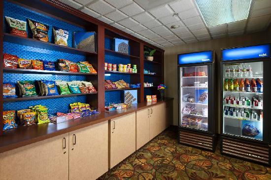 Hampton Inn & Suites - Palm Desert: Suite Shop