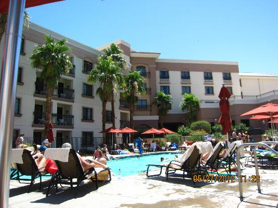 Embassy Suites La Quinta Hotel &amp; Spa: pool side