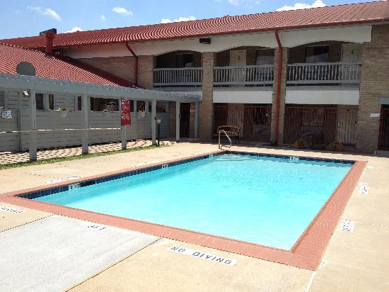 Columbus, TX: Pool