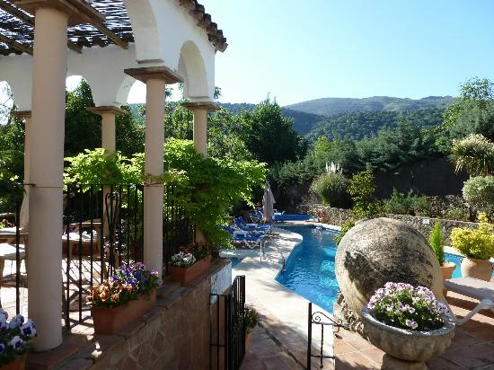 Molino del Santo: View of the surrounding hills and hotel pool.
