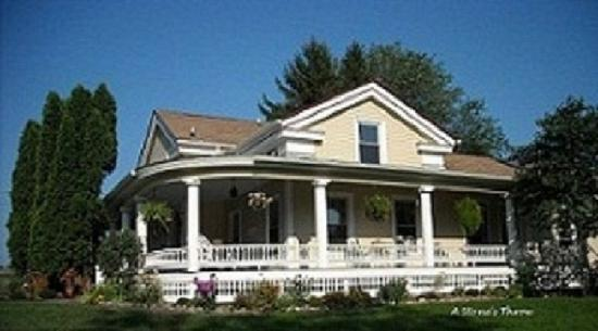 A Stone's Throw Bed and Breakfast: A Stone's Throw B & B Welcomes You