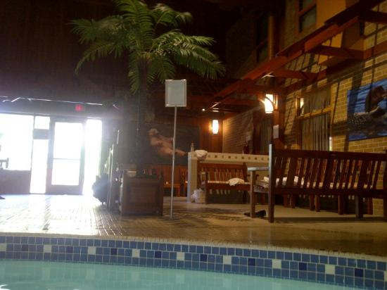 Algoma&#39;s Water Tower Inn &amp; Suites: Fun and clean pool area