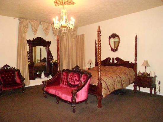 Lions Gate Manor: Phantom's Lair bedroom
