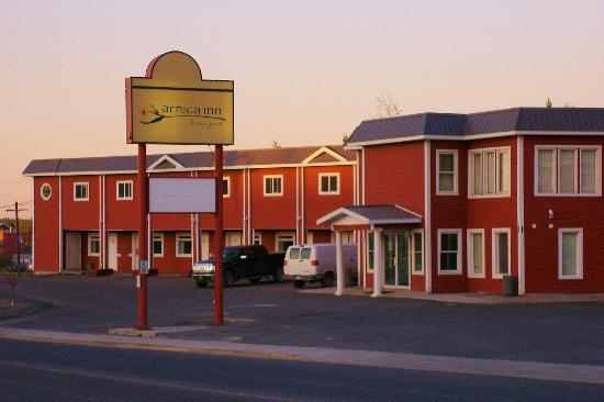 Arnica Inn: A view from Franklin Avenue, in the early summer evening.