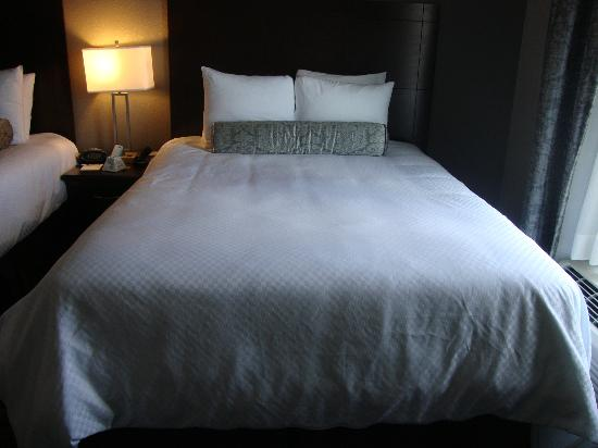 BEST WESTERN PLUS Austin Airport Inn & Suites: One of the queen beds - very comfortable!