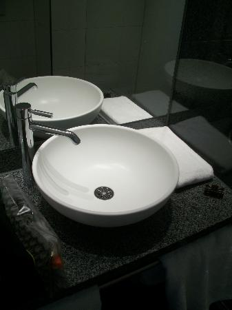 Motel One München-City-West: lavabo