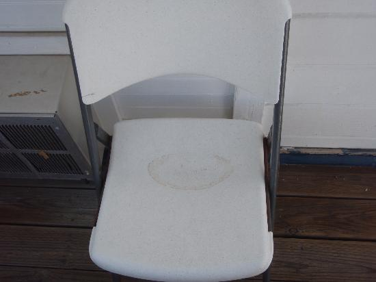 Hermosa Hotel: Dirty plastic chair