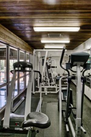 Regency Lodge: Fitness Center