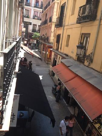 Hostal El Pilar: The street behind the hostel from the room balcony