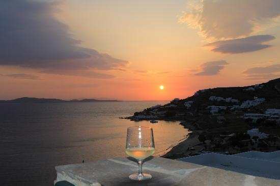 Mykonos Grand Hotel & Resort: Sunset view from balcony