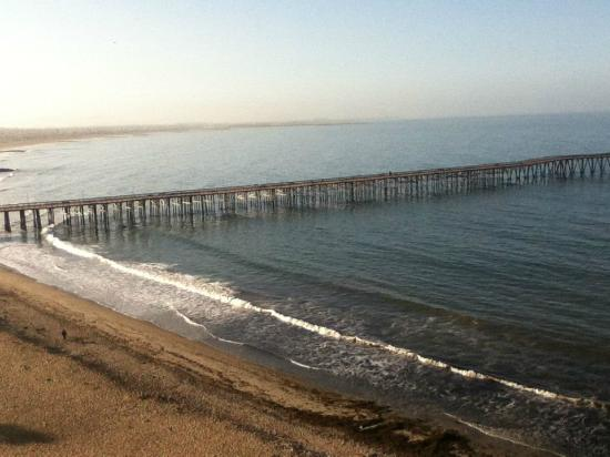 Crowne Plaza Ventura Beach: Room 1003: View overlooking Ventura Pier (I saw four dolphins).