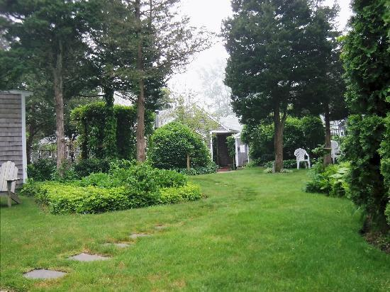 Allen Harbor Breeze Inn & Gardens: grounds of Evensong Retreat Center adjacent to Inn