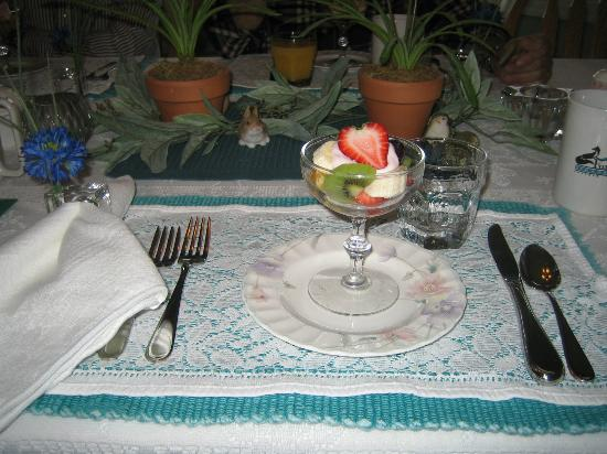 Fox Hollow Bed and Breakfast at Baxter Creek: Every breakfast includes a fruit course.