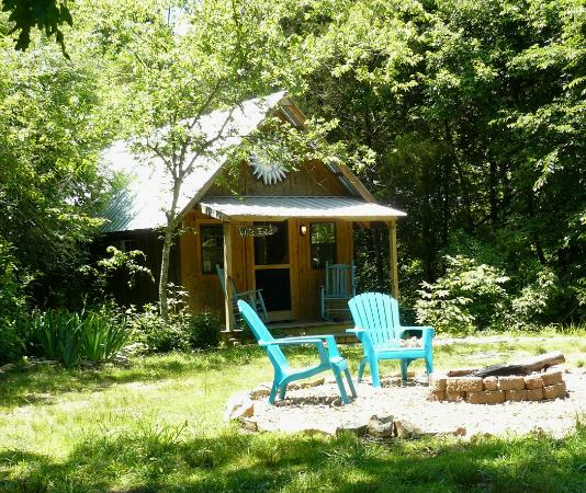 Shady River Getaway: Wits End Cabin