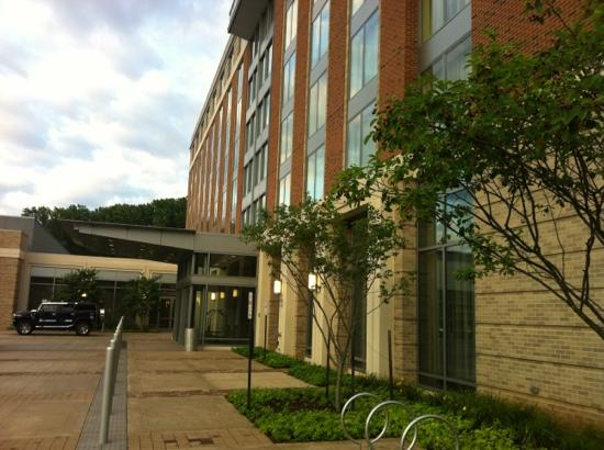 The Mason Inn Conference Center & Hotel: entrance facade