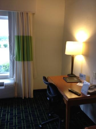 Fairfield Inn & Suites Noblesville: room