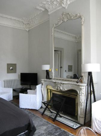 L&#39;Hotel Particulier: View of room from area of windows