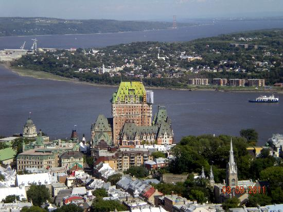 famous hotel chateau frontenac is in old quebec city. Black Bedroom Furniture Sets. Home Design Ideas