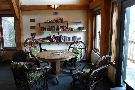 HI Lake Louise Alpine Centre : Study Room inside the Lounge on Upper Floor