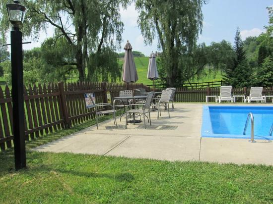 MAPLE TERRACE MOTEL: heated pool