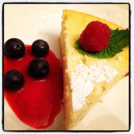 Inns at Blackberry Common: Lemon Goats Cheesecake