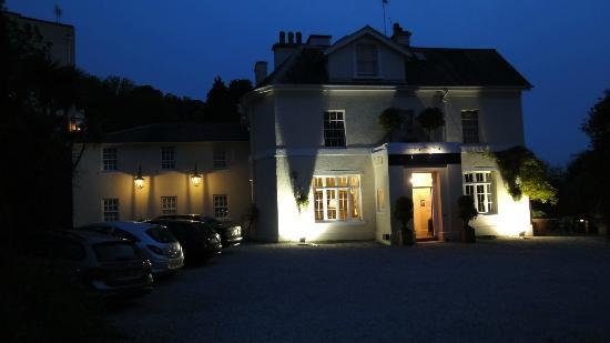 Haytor Hotel: Aussenansicht (abends)