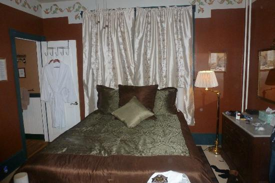 The Angler's Inn Bed and Breakfast: My room upon entrance. To the left is my private sitting area, and you can see the door to the b