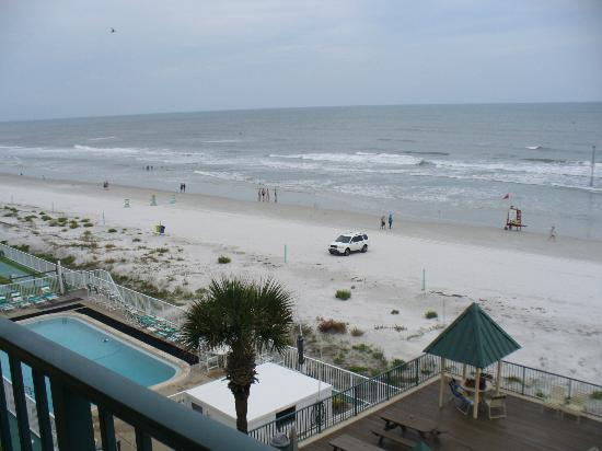 Tropical Suites Daytona Beach: View from balcony to the north