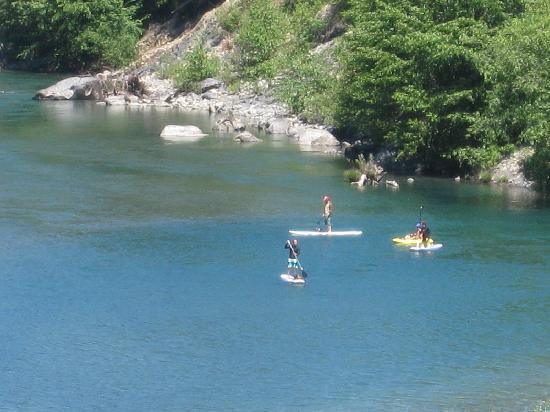 Floating rafting kayaking or paddle boarding down the for Chetco river resort cabins brookings oregon