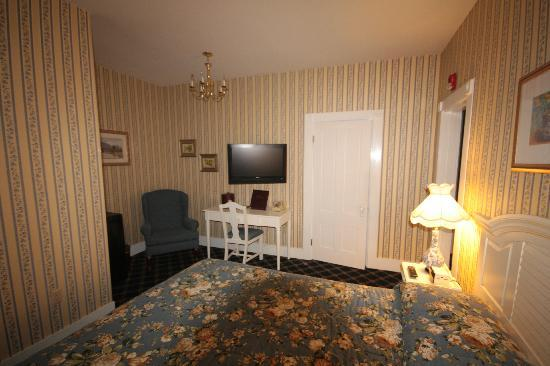 Bar Harbor Manor: TV/Fridge, Room #8