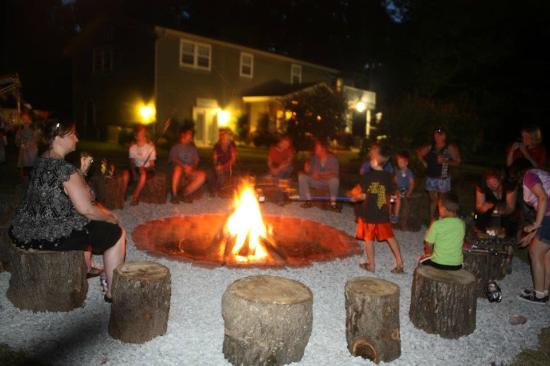Candlewyck Cove Resort: bonfire! and making smores