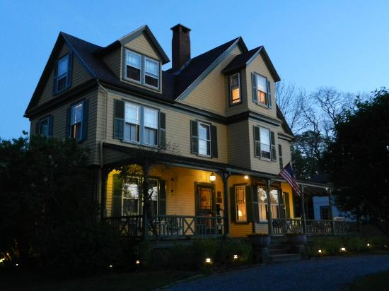Manor House Inn: A pretty house on the National Historic Registry