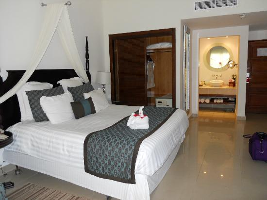 Dreams Palm Beach Punta Cana: king size bed-pillow menu available