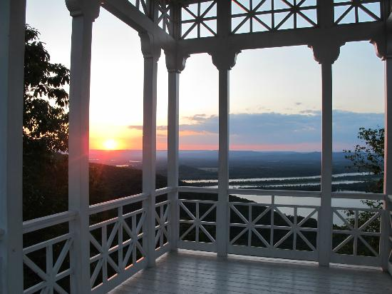 Pisgah, AL: Sunset Over Gorham's Bluff