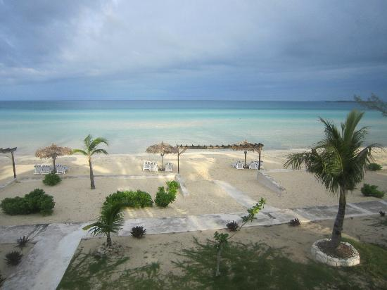 Cocodimama Charming Resort: Beach and view from rooms